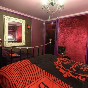 Erotic Boudoir in red Bedroom - Velvet walls